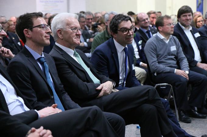 Johannes Enssle (links) mit Ministerpräsident Winfried Kretschmann (Mitte) sowie seinem Vorgänger und jetzigen Staatssekretär Dr. Andre Baumann. - NABU/Adam Schnabler