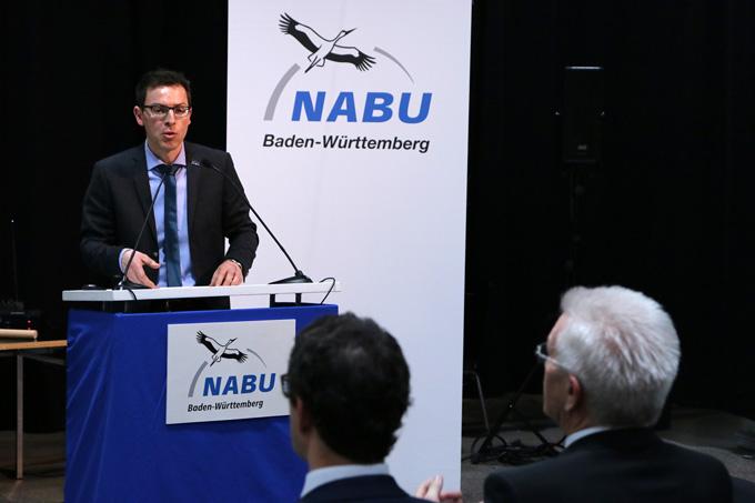 NABU-Landesvorsitzender Johannes Enssle bei seiner Antrittsrede beim Festakt im Württembergischen Kunstverein. - NABU/Adam Schnabler